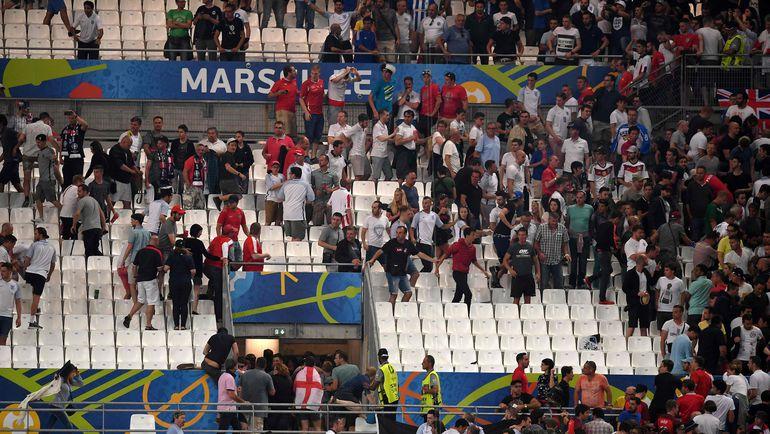 Сегодня. Марсель. Англия - Россия - 1:1. Атака российских фанатов на английских болельщиков после матча. Фото AFP