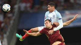 Суббота. Марсель. Англия - Россия - 1:1. Артем ДЗЮБА против Криса СМОЛЛИНГА (№6).