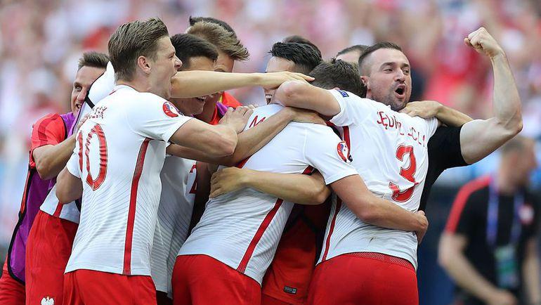 Воскресенье. Ницца. Польша – Северная Ирландия – 1:0. Игроки польской команды празднуют гол.