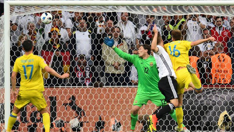 Воскресенье. Лилль. Германия – Украина – 2:0. 19-я минута. Гол защитника Шкодрана МУСТАФИ принес победу чемпионам мира. Фото AFP