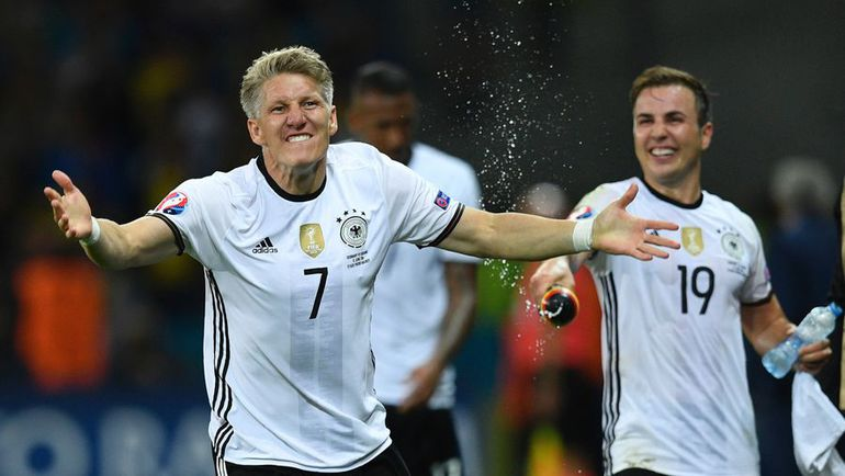 Воскресенье. Лилль. Германия – Украина – 2:0. Бастиан ШВАЙНШТАЙГЕР празднует забитый гол.