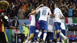"""Понедельник. Лион. Бельгия - Италия - 0:2. """"Скуадра адзурра"""" празднует победу."""