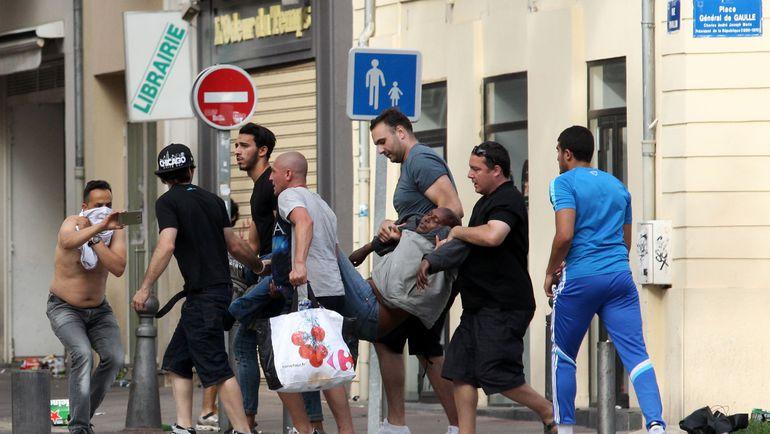 Суббота. Марсель. Английские фанаты. Фото AFP