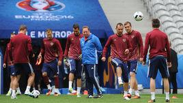 Вторник. Лилль. Леонид СЛУЦКИЙ и его команда готовятся к матчу со сборной Словакии.
