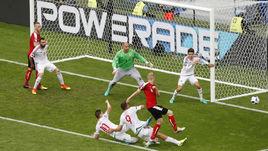 Сегодня. Бордо. Австрия - Венгрия - 0:2. Рекордсмен Габор КИРАЙ и его партнеры обороняют ворота.
