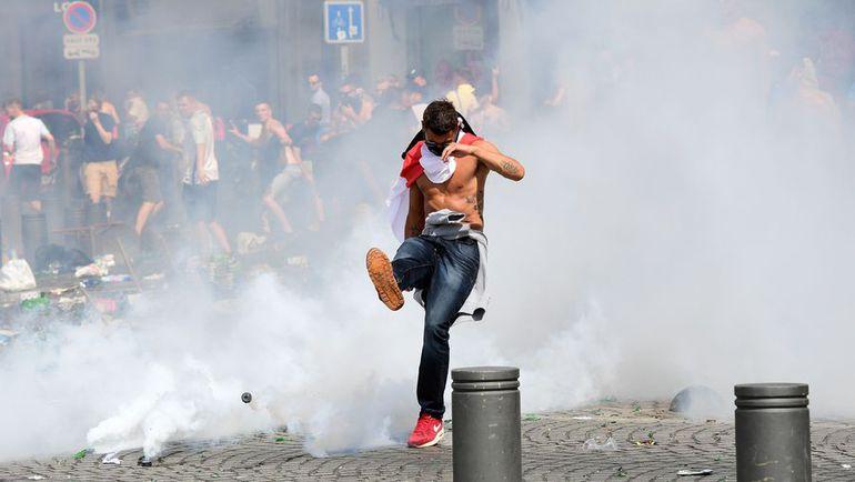 Беспорядки в Марселе вышли на первый план за два дня до матча. Фото AFP