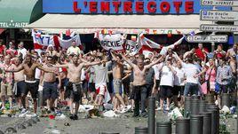 Суббота. Марсель. Толпы английских фанатов творят хаос.
