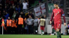 14 июня. Сент-Этьен. Португалия - Исландия - 1:1. Лидер португальцев КРИШТИАНУ РОНАЛДУ не сумел забить на своем четвертом Euro подряд.