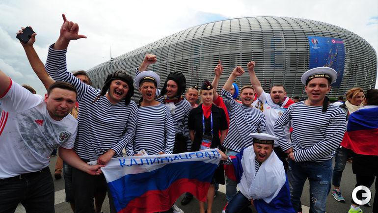 """Сегодня. Лилль. Стадион """"Пьер Моруа"""". Болельщики идут на матч России и Словакии."""