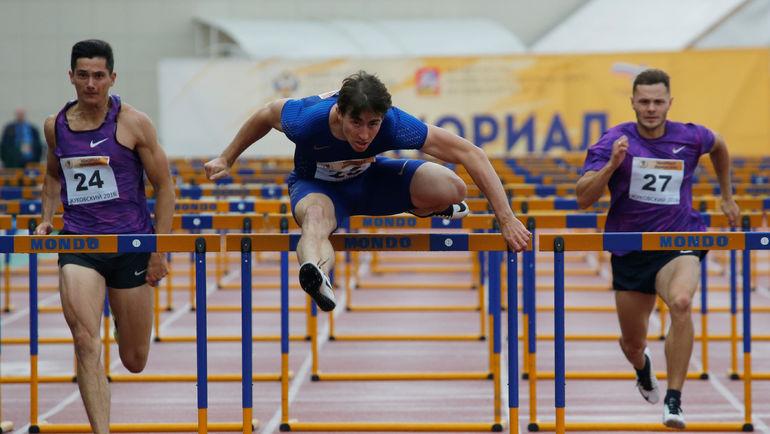 Возьмет ли ВФЛА барьер на пути в Рио для Сергея ШУБЕНКОВА (в центре) и других атлетов? Фото Reuters