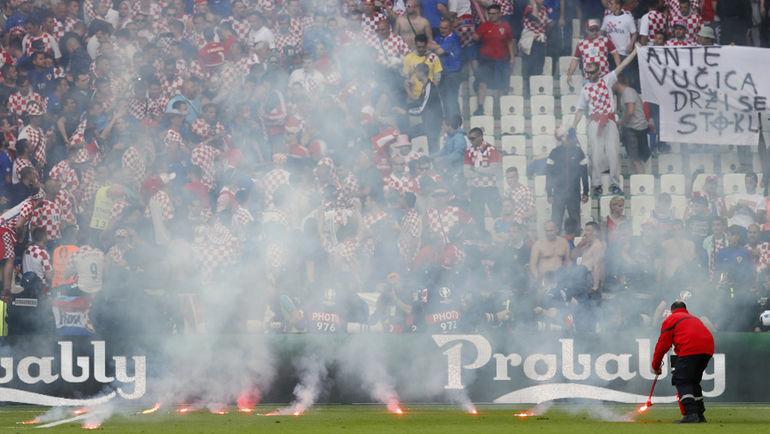 Пятница. Сент-Этьен. Чехия - Хорватия - 2:2. Болельщики  хорватской сборной устроили беспорядки во время матча.