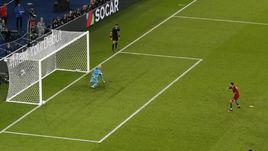 Воскресенье. Париж. Португалия - Австрия - 0:0. Промах КРИШТИАНУ РОНАЛДУ с 11-метровой отметки.