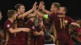 Василий БЕРЕЗУЦКИЙ (№14), Артем ДЗЮБА и сборная России: нужна одна на всех победа.