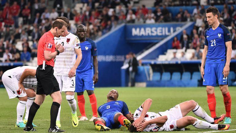 15 июня. Марсель. Франция - Албания - 2:0. Как и в Лилле, в Марсель французы приехали после сборной России - и остались недовольны полем. Фото AFP