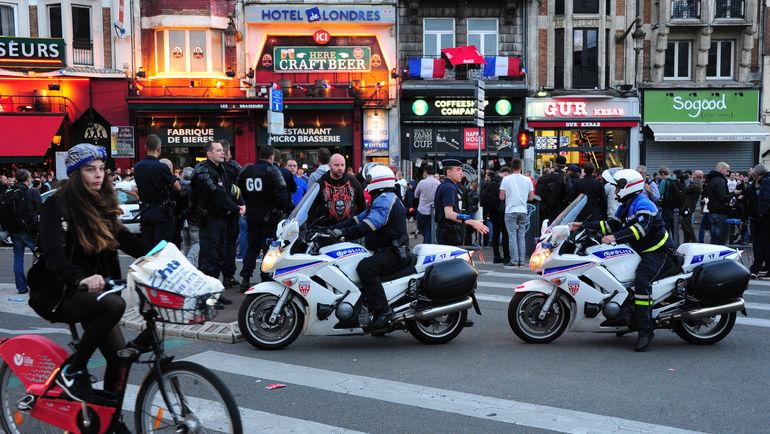 """14 июня. Лилль. Полицейские на улицах города. Фото Александр ФЕДОРОВ, """"СЭ"""""""