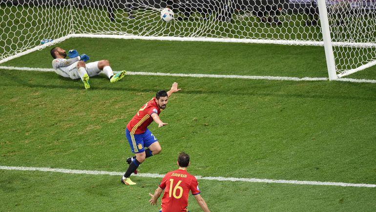 Испания уже в плей-офф, но может потерять первое место. Фото AFP