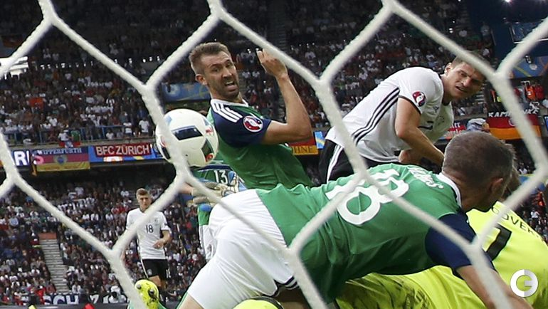 Сегодня. Париж. Северная Ирландия – Германия – 0:1. Марио ГОМЕС забивает победный гол.