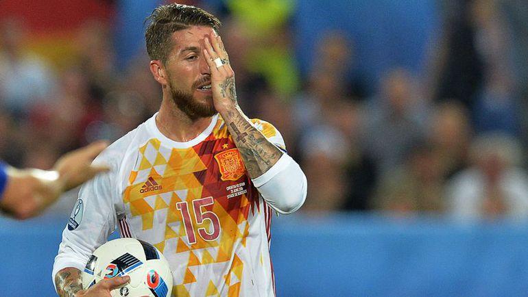 Вторник. Бордо. Хорватия - Испания - 2:1. Только что капитан сборной Испании Серхио РАМОС не забил пенальти. Фото AFP