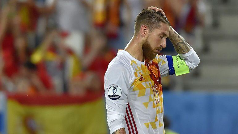 Вчера. Бордо. Хорватия - Испания - 2:1. Капитан испанцев Серхио РАМОС не реализовал в этой встрече пенальти. Фото AFP