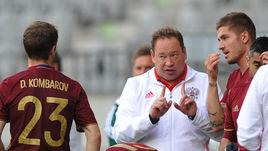По мнению Харри Реднаппа, Леонид СЛУЦКИЙ (в центре) не виноват в провальном выступлении сборной России.