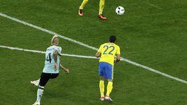 Вчера. Ницца. Швеция - Бельгия - 0:1. 84-я минута. Гол Раджи НАИНГГОЛАНА.