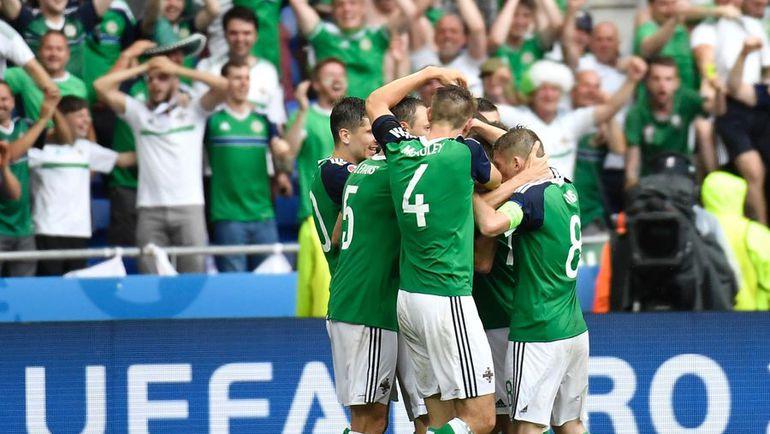16 июня. Лион. Украина - Сев. Ирландия - 0:2.  Островитяне праздную победу, благодаря которой они вышли в плей-офф. Фото AFP