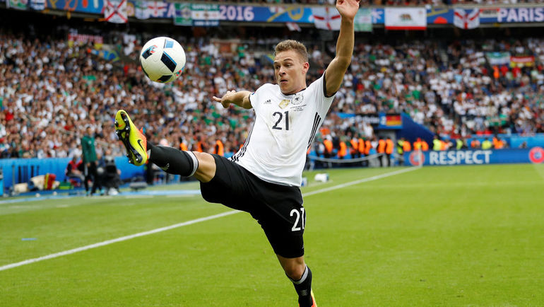 Вторник. Париж. Северная Ирландия - Германия - 0:1. 21-летний дебютант сборной Германии Джошуа КИММИХ. Фото AFP