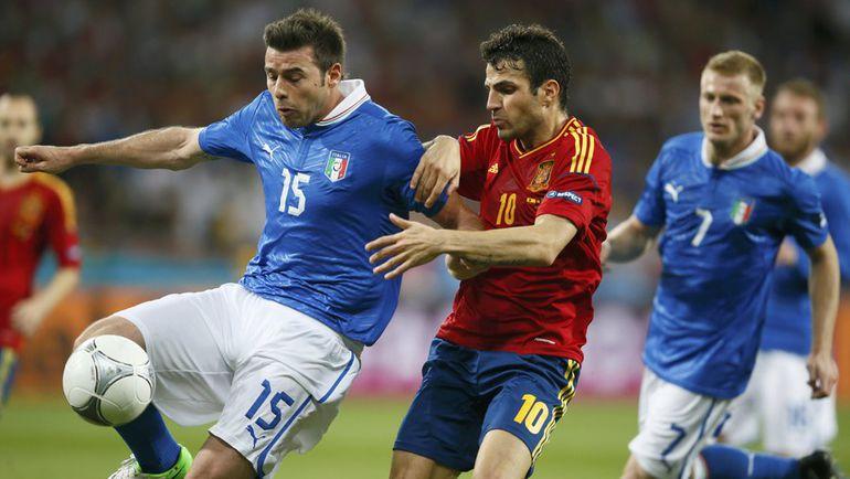 Сборные Испании и Италии, игравшие в финале Euro-2012, на этот раз сойдутся в 1/8 финала. Фото Reuters
