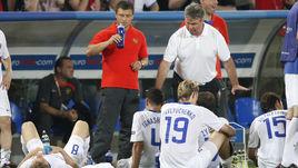 21 июня 2008 года. Базель. Россия - Голландия - 3:1. Гус ХИДДИНК настраивает команду перед дополнительным временем.