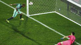 Сегодня. Ланс. Хорватия - Португалия - 0:1 д.в. 117-я минута. Гол Рикарду КУАРЕЖМЫ.