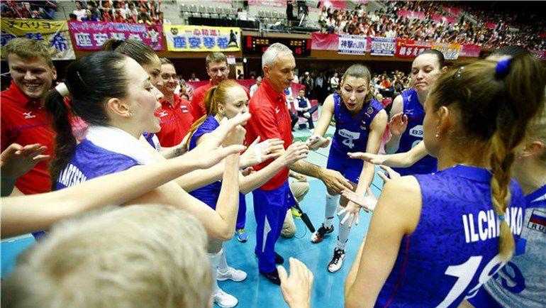 Воскресенье. Киото. Япония - Россия - 1:3. Юрий МАРИЧЕВ со своей командой. Фото FIVB
