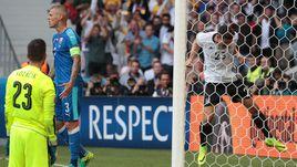 Сегодня. Лилль. Германия - Словакия - 3:0. 43-я минута. Марио ГОМЕС празднует второй гол в ворота словаков.