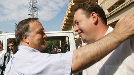 Дик АДВОКАТ (слева) был бы не против сменить Леонида СЛУЦКОГО на посту главного тренера сборной России.