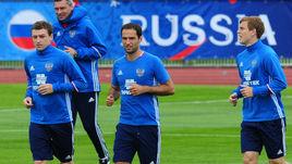 Роман ШИРОКОВ (В центре) и Павел МАМАЕВ (слева) на тренировке сборной после инцидента с рассечением.