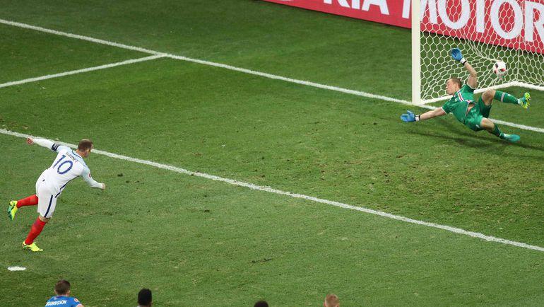 4-я минута. Уэйн РУНИ открывает счет в матче. Фото AFP
