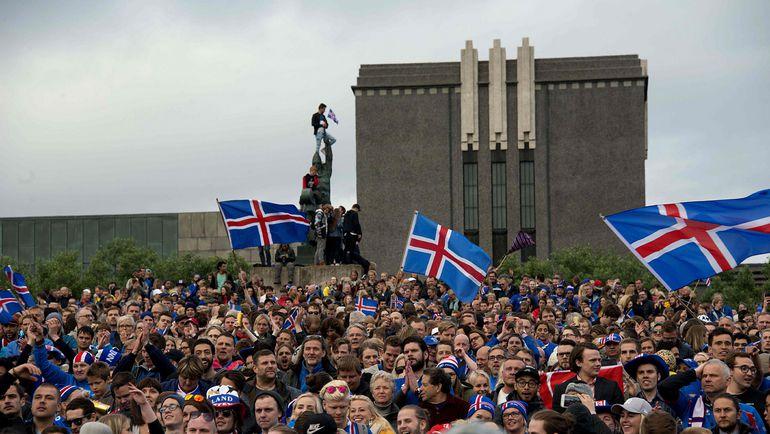 Понедельник. Рейкьявик. Национальная команда Исландии свела с ума от счастья своих болельщиков. Фото Reuters