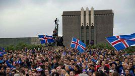 Понедельник. Рейкьявик. Национальная команда Исландии свела с ума от счастья своих болельщиков.