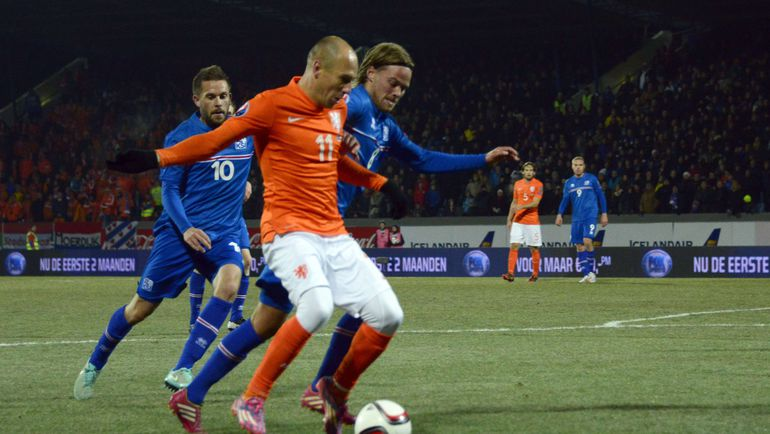 За бортом квалификации исландцы оставили Арьена РОББЕНА и остальную Голландию. Фото Reuters