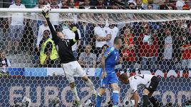 26 июня. Лилль. Германия - Словакия - 3:0. Великолепная игра голкипера немцев Мануэля НОЙЕРА - одна из причин, по которой команда Йоахима Лева во Франции мячей не пропускает.