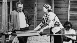 Всеволод и Елена БОБРОВЫ на истринской даче.