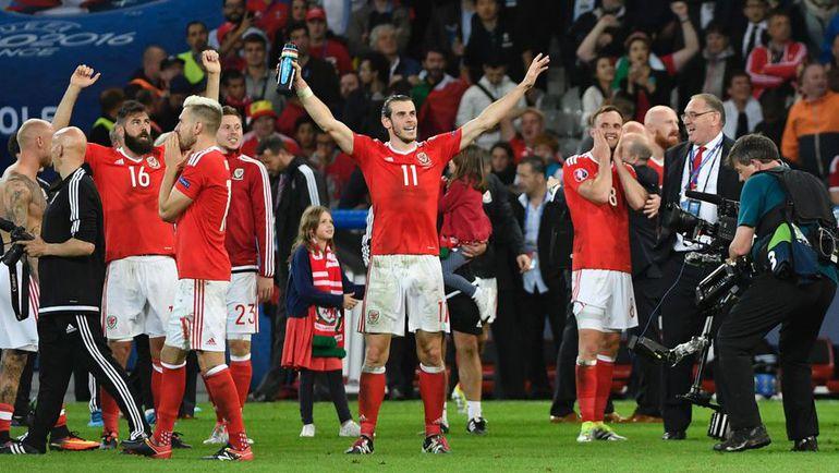 Пятница. Лилль. Уэльс - Бельгия - 3:1. Игроки сборной Уэльса празднуют выход в полуфинал Euro-2016. Фото AFP