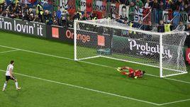 Суббота. Бордо. Германия - Италия - 1:1. Пенальти – 6:5. Йонас ХЕКТОР реализовывает победный 11-метровый удар.