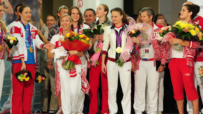 """Понедельник. Шереметьево. Российские олимпийцы прибыли домой с гордо поднятой головой. Фото Антон СЕРГИЕНКО, """"СЭ"""""""