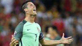 Среда. Лион. Португалия - Уэльс - 2:0. Криштиану РОНАЛДУ эмоционально празднует победу и выход в финал.