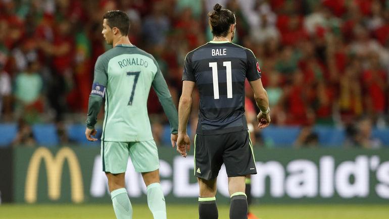 Среда. Лион. Португалия - Уэльс - 2:0. КРИШТИАНУ РОНАЛДУ и Гарет БЭЙЛ. Фото Reuters