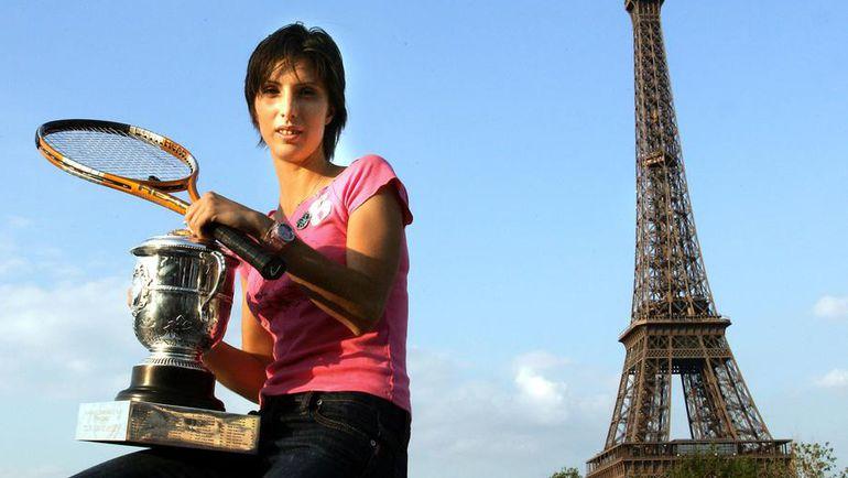 2004 год. Париж. Победительница Roland Garros Анастасия МЫСКИНА.