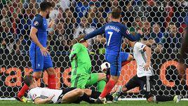 Вчера. Марсель. Германия - Франция - 0:2. 72-я минута. Антуан ГРИЗМАНН проводит второй мяч.