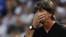 2 июля. Бордо. Германия - Италия - 1:1 (пен. - 6:5). Главный тренер сборной Германии Йоахим ЛЕВ.