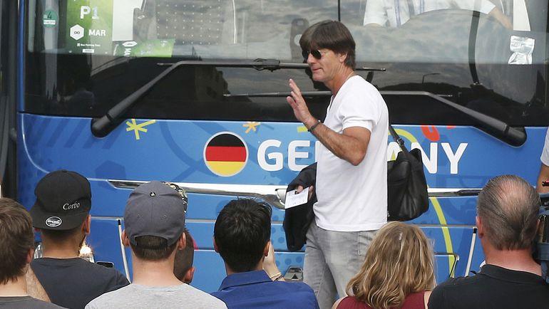 Йоахим ЛЕВ должен остаться главным тренером сборной, считают в Германии. Фото Reuters