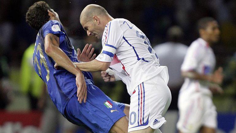 9 июля 2006 года. Берлин. Италия - Франция - 1:1. Пенальти - 5:3. Мгновение назад Зинедин ЗИДАН поставил эффектную точку в своей карьере.